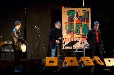 Con Sabino Méndez y David Castillo. Setmana de Poesia 2007. Foto de Pep Herrero. Fuente: www.carloszanon.com