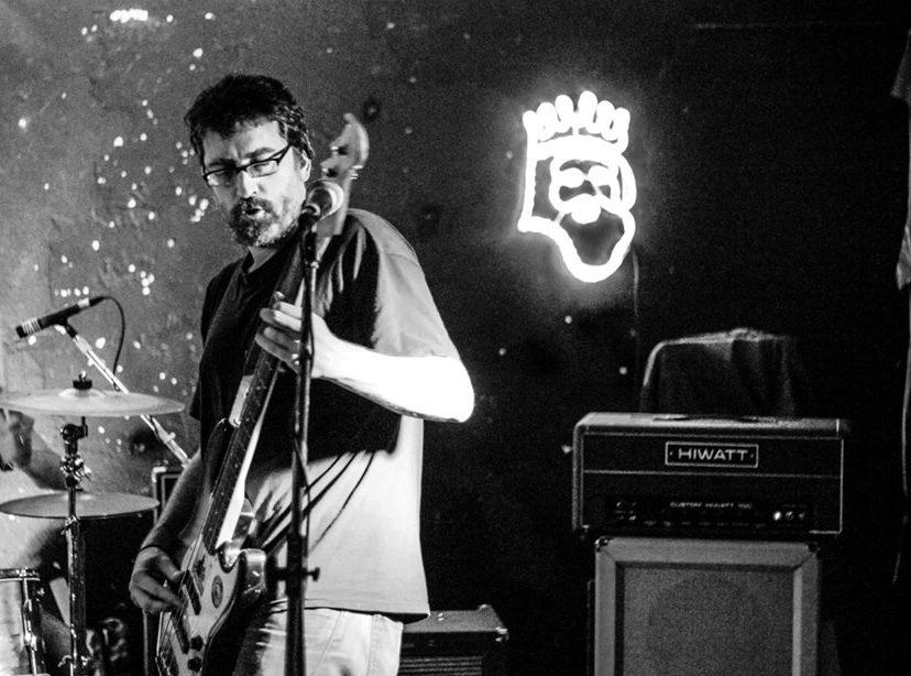 Luis Boullosa, en un concierto de las Hienas Telepáticas